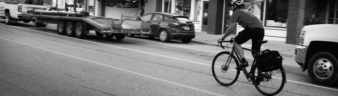 Bike commuter with pannier