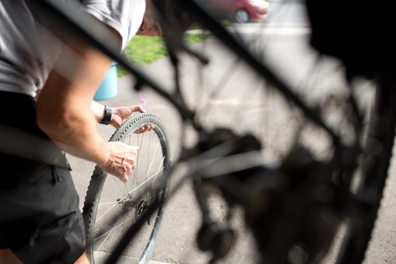 Bike commuter tyre inspection