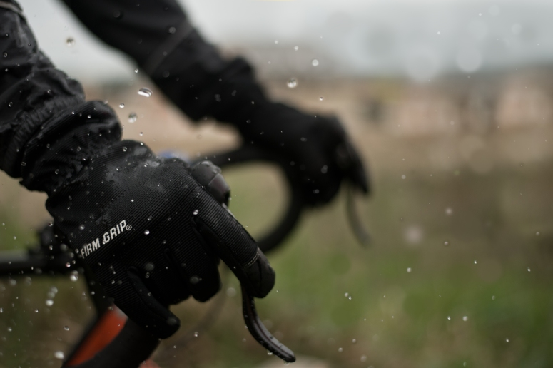 Cycling gloves in rain